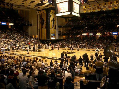 800px-Memorial_Gymnasium_Vanderbilt